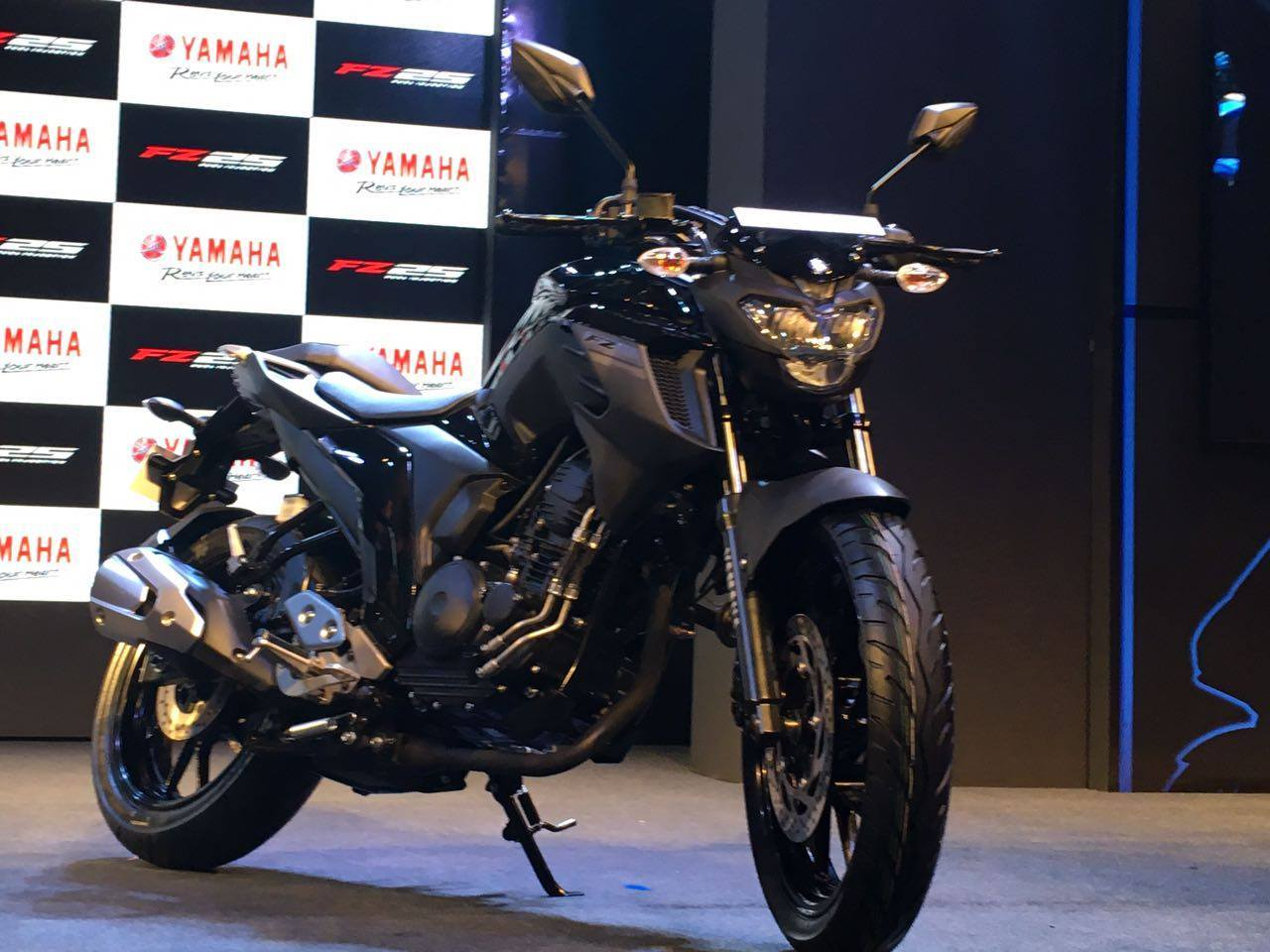lets talk about the competition 250 cc is not so much popular category here in nepal but it will directly compete with bajaj pulsar ns 200